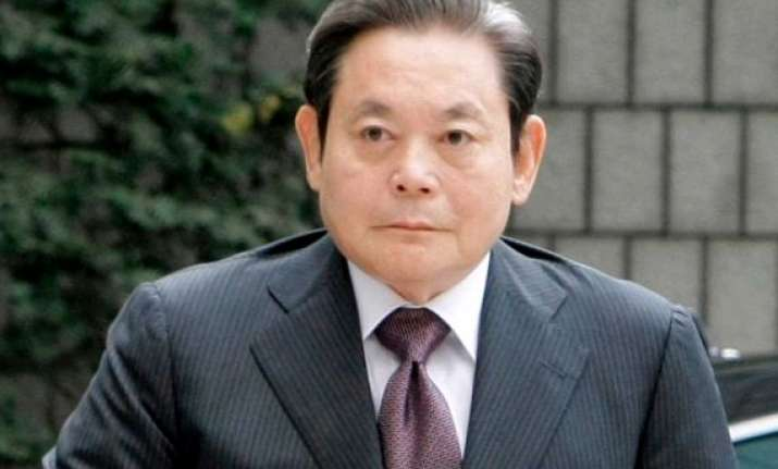 samsung chairman hospitalized after heart attack