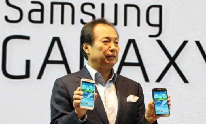 samsung expects galaxy s4 range to make 15 20 of smartphone