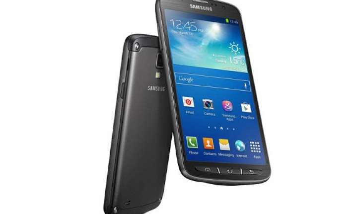 samsung launches water proof galaxy s4 active to take on