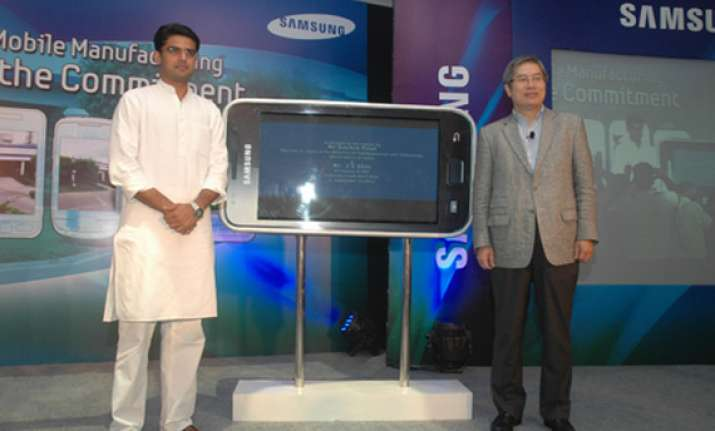 samsung plans rs 500 cr investment to ramp up mobile