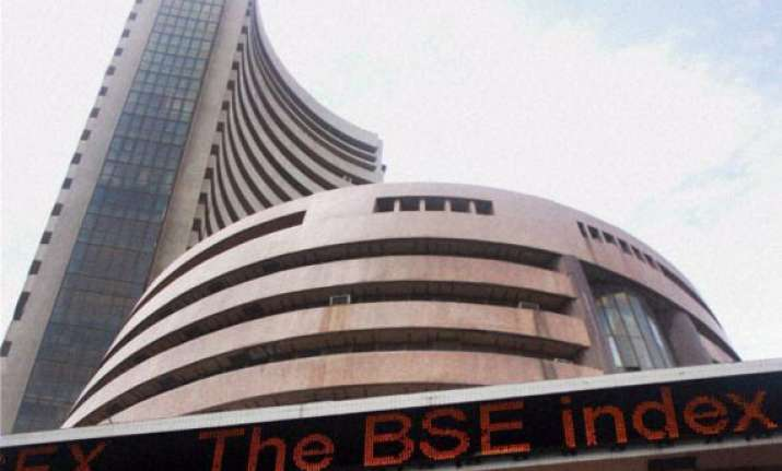 sensex tanks 305 points to 10 week low on weak global cues