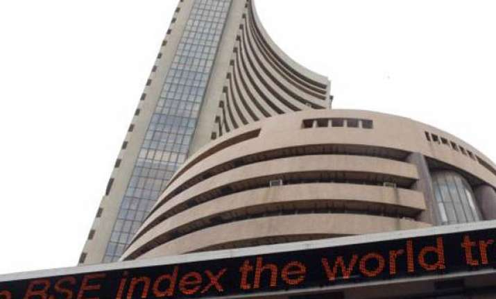 sensex falls 121 pts on inflation growth concerns