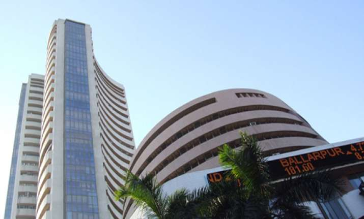 sensex falls 90 pts as rbi steps fail to match market