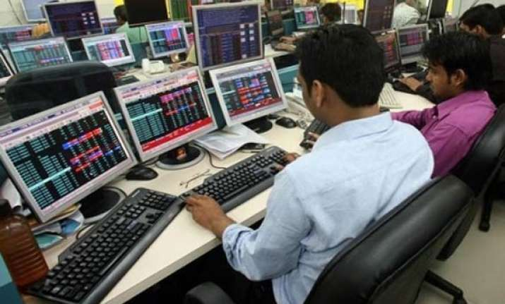 sensex recovers 124 points on global cues