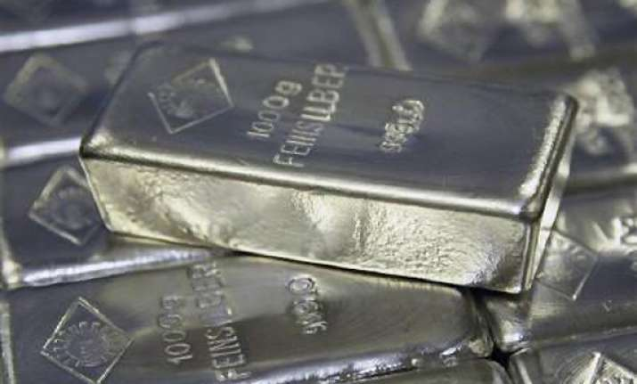 silver loses rs 200 on reduced off take