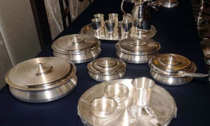 silver rises to rs 55 100 on global cues gold gains rs 30