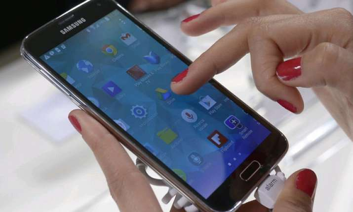 smartphone leaves fingerprints too indian origin scientists
