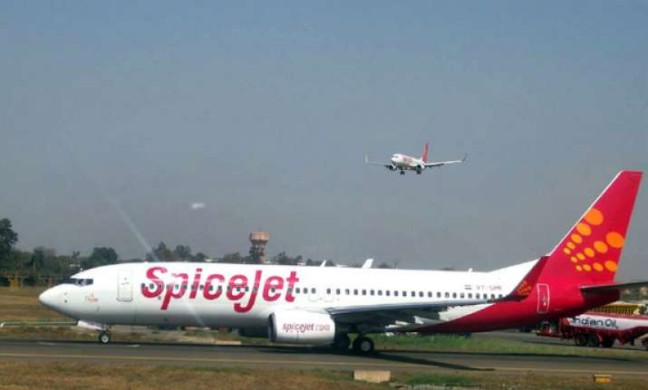 spicejet to pay fliers for flight delays cancellations