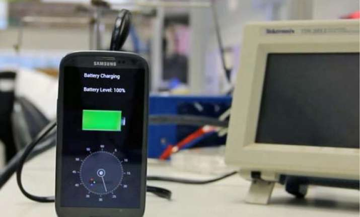 smartphone battery that promises a recharge in just 30