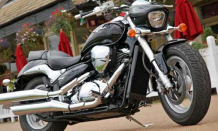 suzuki launches intruder m800 bike priced at rs 8.88 lakh
