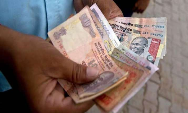 ten reasons why rupee is sinking each passing day