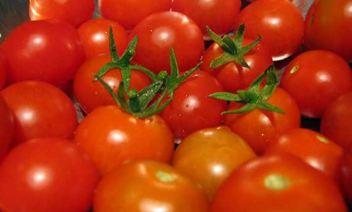 tomatoes rs 50 a kg govt says food inflation down to 7.78 pc