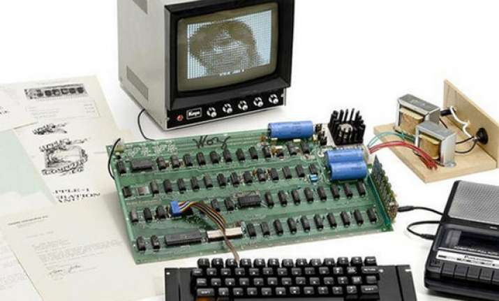 vintage apple computer auctioned off for 668 000