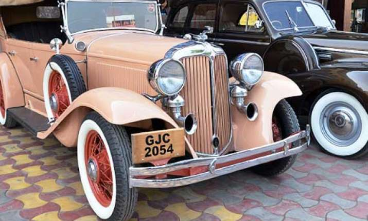 vintage motor beauties take a ride on delhi s streets