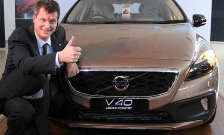 volvo rolls out v40 cross country at rs 28.5 lakh