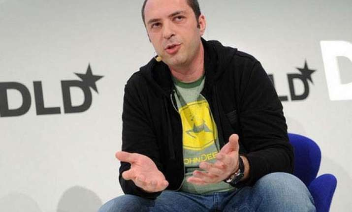 whatsapp ceo reassures users on privacy