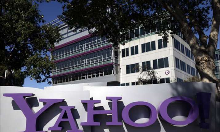 yahoo now encrypting information transmitted between its