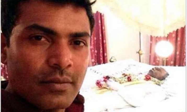 what was he thinking sri lankan guy posts selfie with dead