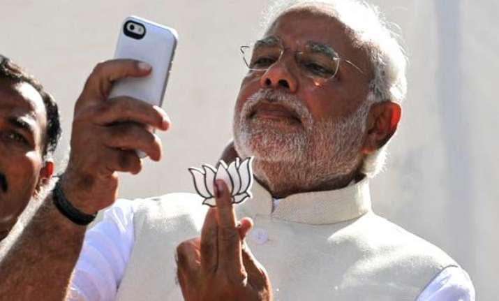 narendra modi the ultimate selfie king