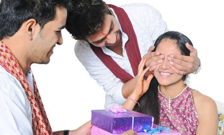 raksha bandhan hey brothers here is the best gift for your