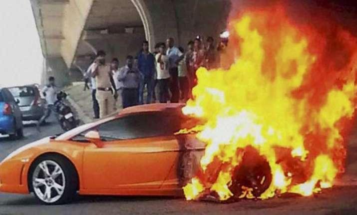 watch lamborghini gallardo worth rs 2.5 crore catches fire