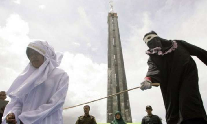 saudi arabia gang rape victim sentenced to 200 lashes