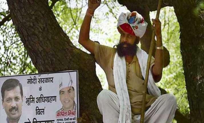 aapkilledfarmer twitteratis blame arvind kejriwal for