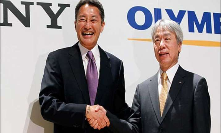 sony halves its stake with olympus