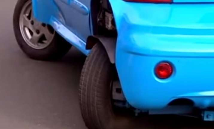 this car rotates 180 degrees