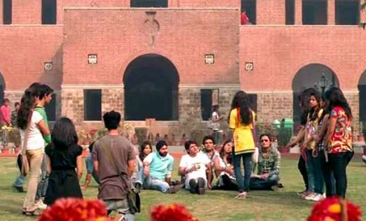 7 bollywood movies shot in delhi university