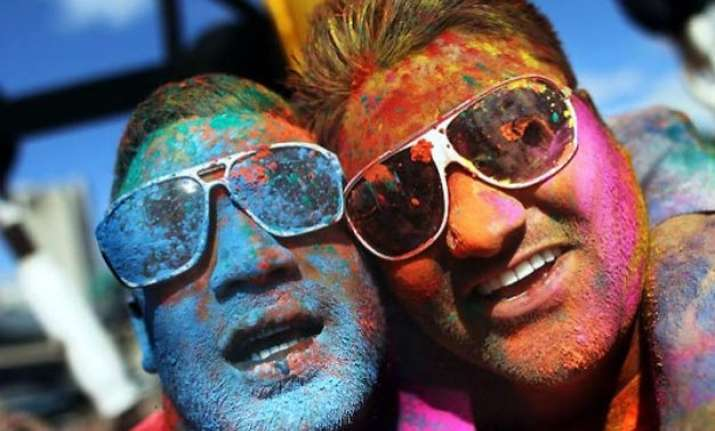 9 hilarious fanatics we encounter on holi
