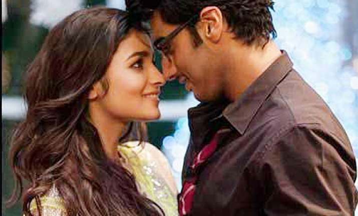 2 states continues to be favourite of audiences see pics