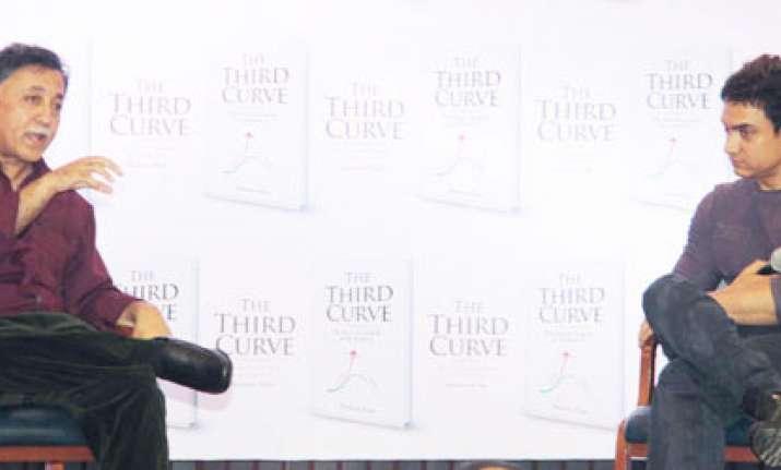 aamir khan hosts cousin mansoor s debut book launch see pics