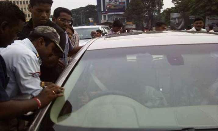 aamir khan fined rs 100 for traffic violation in satara