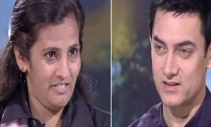 aamir khan keeps his word to delhi s female cab driver