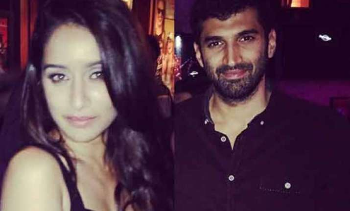 aditya roy kapoor shraddha kapoor spotted partying at hard