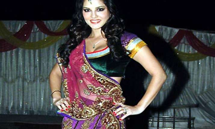 adult film star sunny leone bags lead role in murder 3