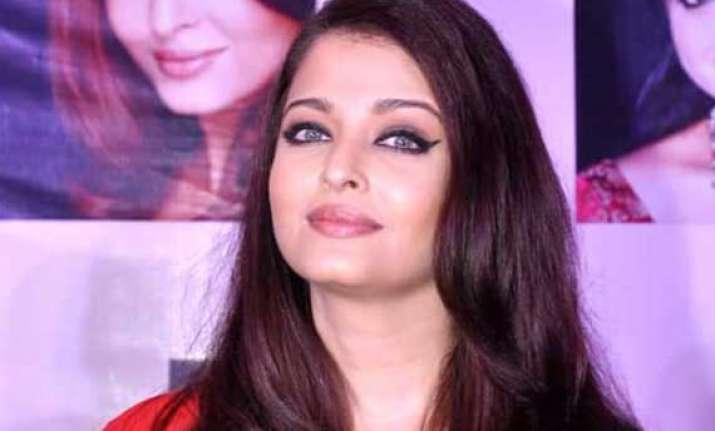 aishwarya rai bachchan to do comeback with sanjay gupta s