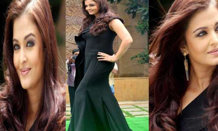 aishwarya rai bachchan makes heads turn at lodha event view
