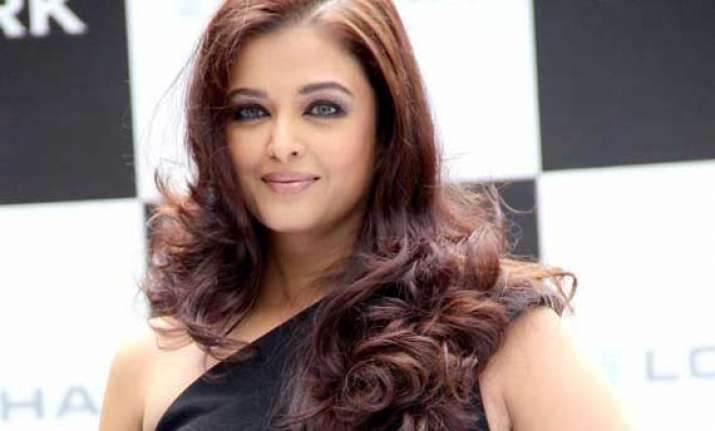 aishwarya lashes out on being called as a senior actress