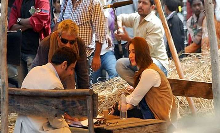 ajay kareena all for romantic number in satyagraha