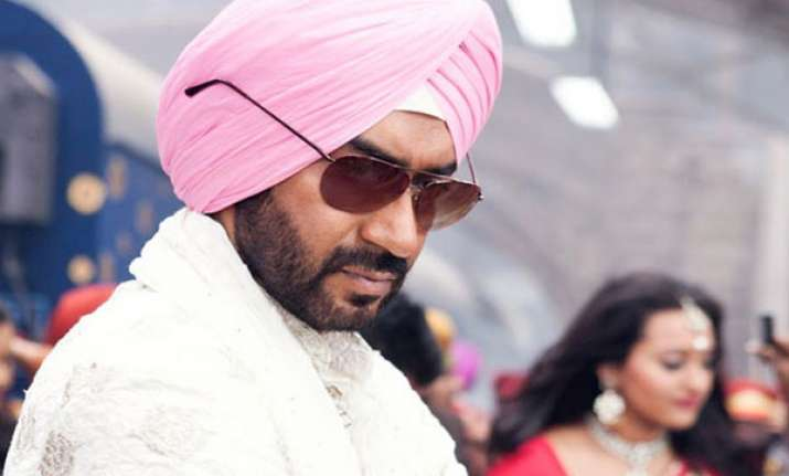 ajay devgn gifts gold chain to fan