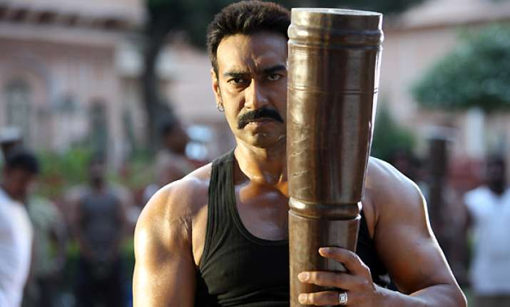 ajay devgn lifts 25 kg weight to show he is the real