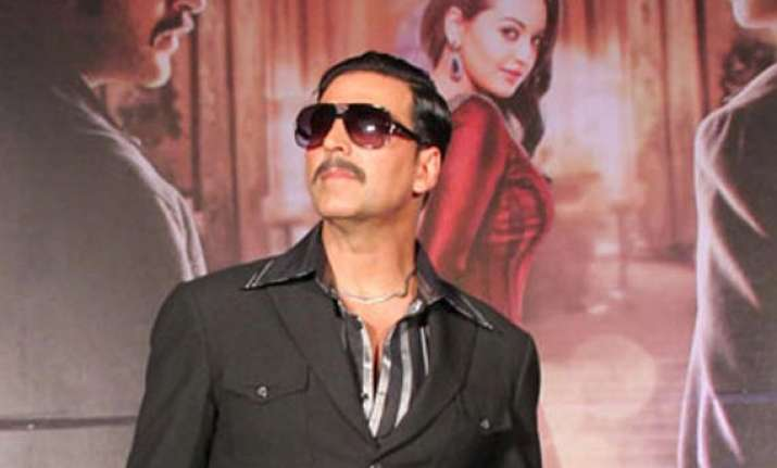 akshay kumar goes all out for ramesh taurani s it s