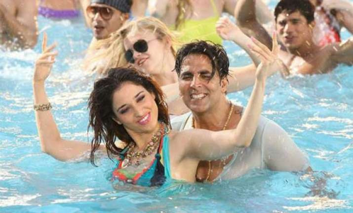 akshay kumar lip syncs to woman s voice for it s