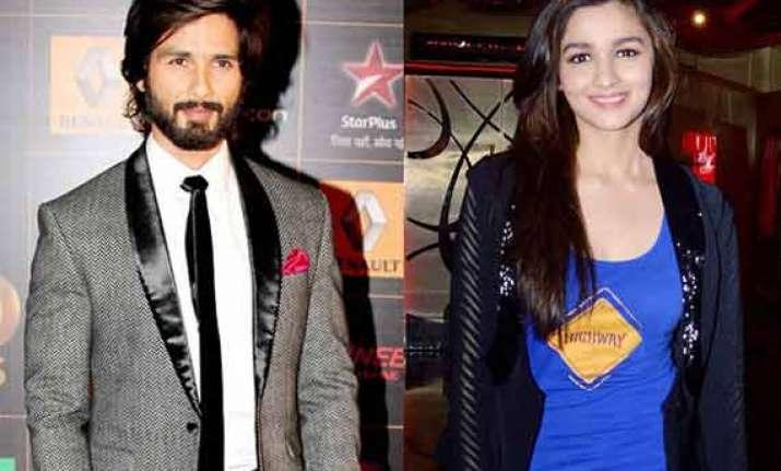 alia bhatt to star opposite shahid kapoor in vikas bahl s