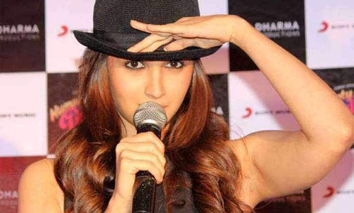 alia bhatt wants to stand out with her roles