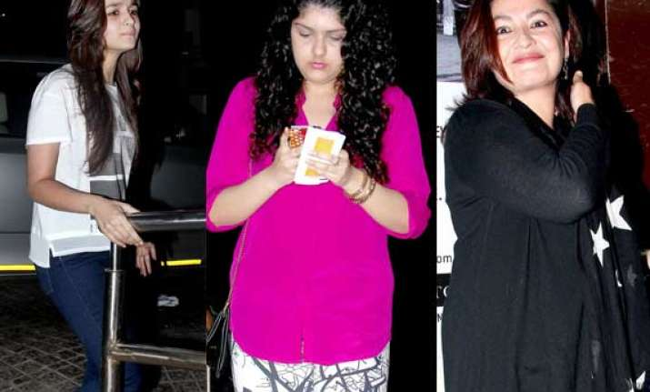 alia bhatt watches highway with sister pooja bhatt and