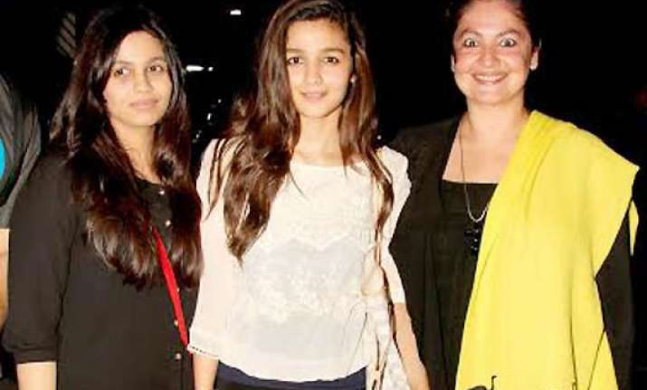 sisters love on display alia and pooja bhatt bonding