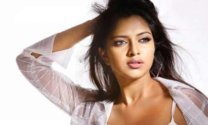 amala paul declines gifts at her wedding